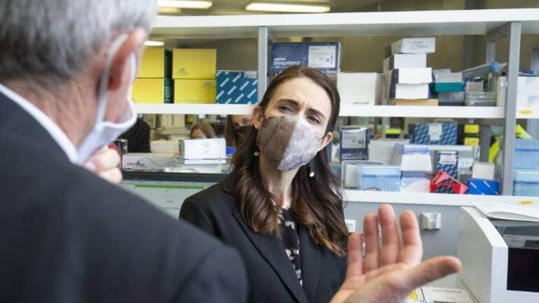 Nüfusun yüzde 1ini aşılayan Yeni Zelanda korona savaşını nasıl kazandı