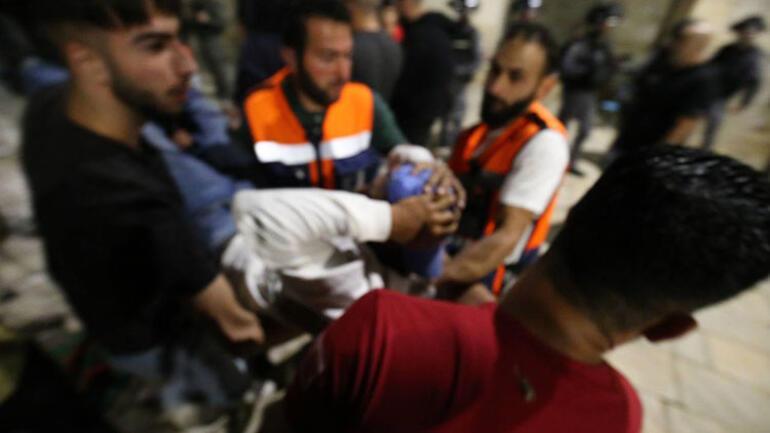 Son dakika haberi... İsrailden hain saldırı Mescid-i Aksada cemaati hedef aldılar; çok sayıda yaralı var... Peş peşe sert tepkiler