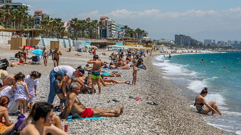 Turizm cennetinde sahile akın ettiler