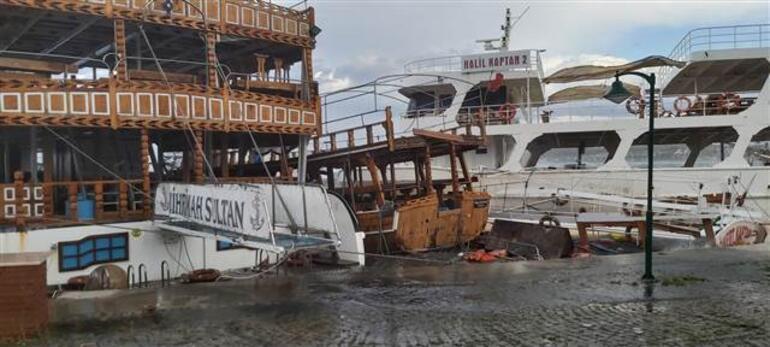Son dakika.. İzmir ve Balıkesirde fırtına kâbusu Onlarca tekne battı, su altında kaldı