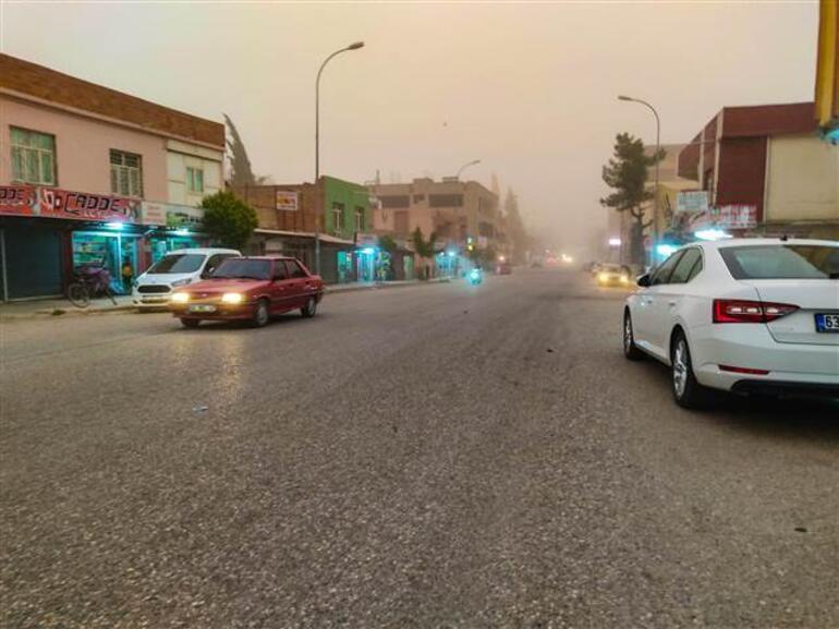Şanlıurfa ve Mardinde korku dolu anlar Kum fırtınası hayatı felç etti