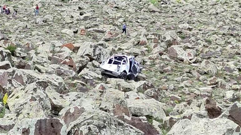 Son dakika... 500 metre yuvarlandı Bir astsubay şehit oldu, biri avukat 3 kişi hayatını kaybetti
