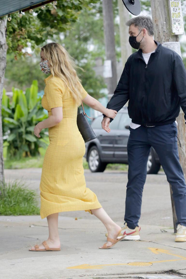 Jennifer Lawrenceın kıyafet tercihi olay oldu: Elbise dar geldi