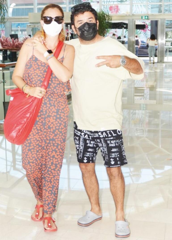 Ceyda Düvenci ve Bülent Şakrak çifti tatilden döndü
