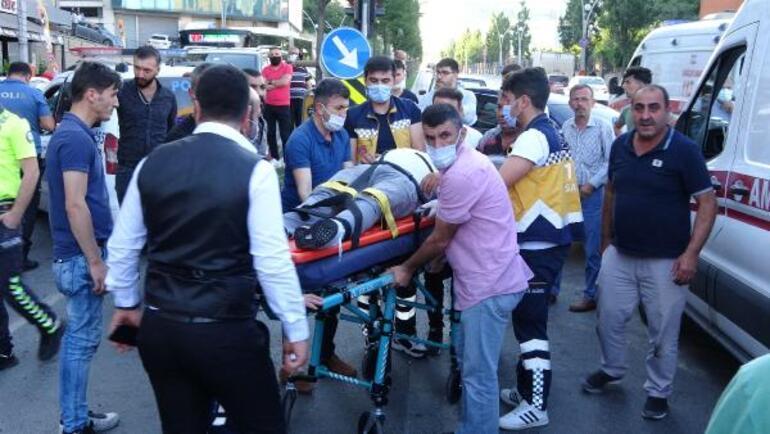 Polis aracı ile otomobil kafa kafaya çarpıştı: 2si polis, 3 yaralı