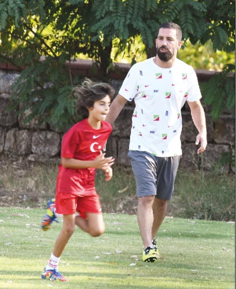 Köyceğizspor sahada... Arda Turan, Yılmaz Erdoğan ve Rodin futbol maçı yaptı