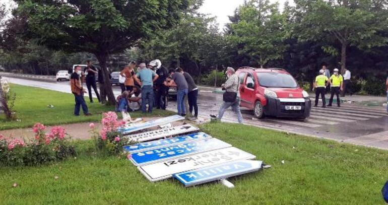 Son dakika: Davutoğlunun konvoyunda kaza Genel başkan yardımcısı ve 1 çocuk yaralı..