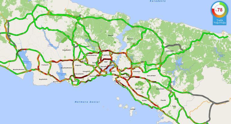 Son dakika... İstanbulda kuvvetli sağanak Yola çıkacaklar dikkat: Trafik kilitlendi, tramvay seferleri durdu