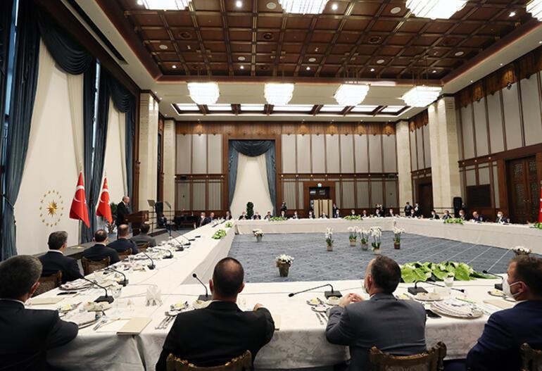 Son dakika... Cumhurbaşkanı Erdoğan, belediye başkanlarıyla buluştu: Sizin başarınız 2023teki seçim sonuçlarını etkileyecek