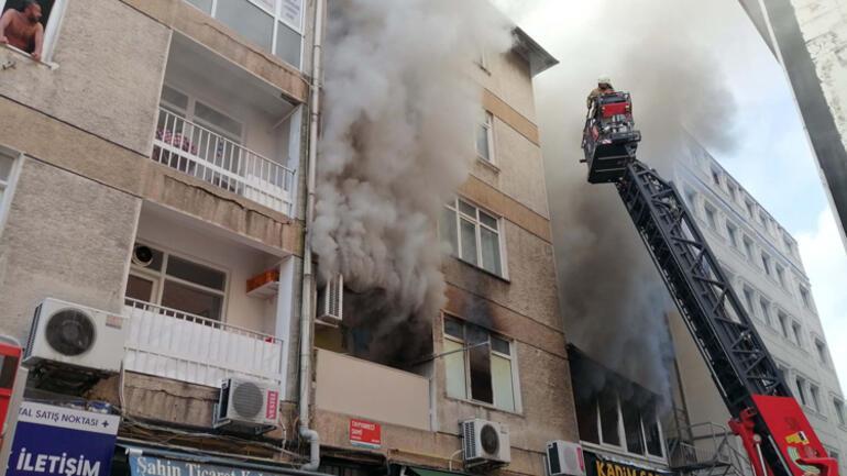Kadıköyde yangın 1 genç hayatını kaybetti