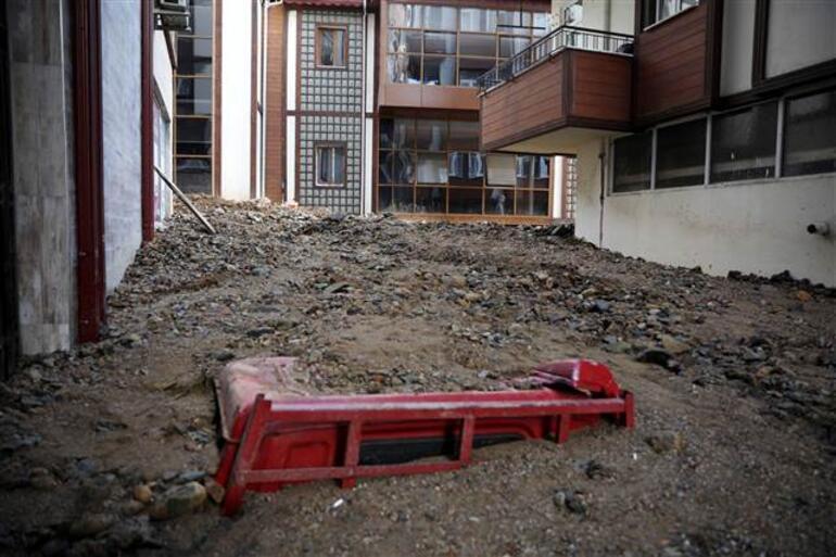 Son dakika haberi: Rize'de sel felaketi 2 ölü, 6 kişi kayıp... Cumhurbaşkanı Erdoğan talimat verdi: Bakanlar bölgede