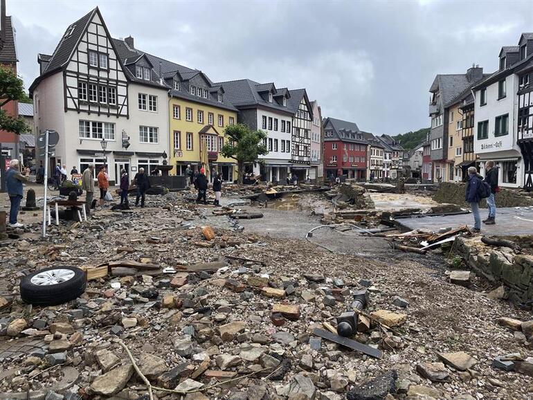 Son dakika... Almanyada sel felaketinde bilanço ağırlaşıyor: Onlarca ölü, yüzlerce kişi kayıp