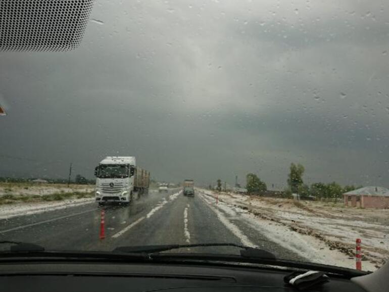 Vanın Erciş ilçesinde temmuz ayında kar sürprizi