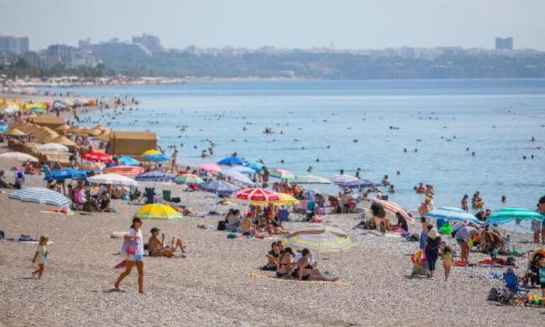 Antalya'da oteller bayram satışlarını kapattı Geceliği 20 bin euro olan villalar bile doldu...
