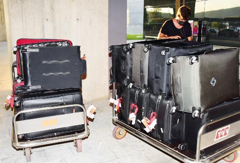 Süreyya Yalçın 46 bavulla Türkiyeye geldi
