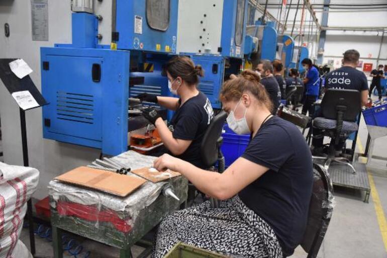 Öğretmenlik yapmadı bu işe başladı Fabrikanın kaynak tezgahı kadınlara emanet...
