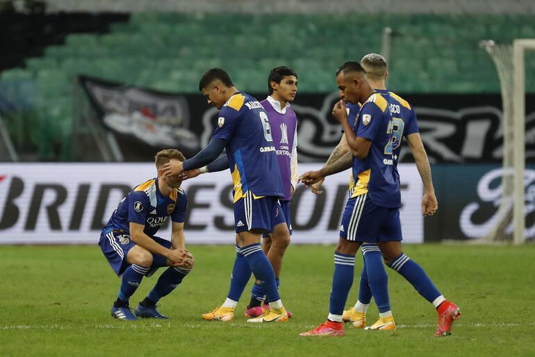 Libertadores Kupasından elenen Boca Juniorslı oyuncular, polisle çatıştı