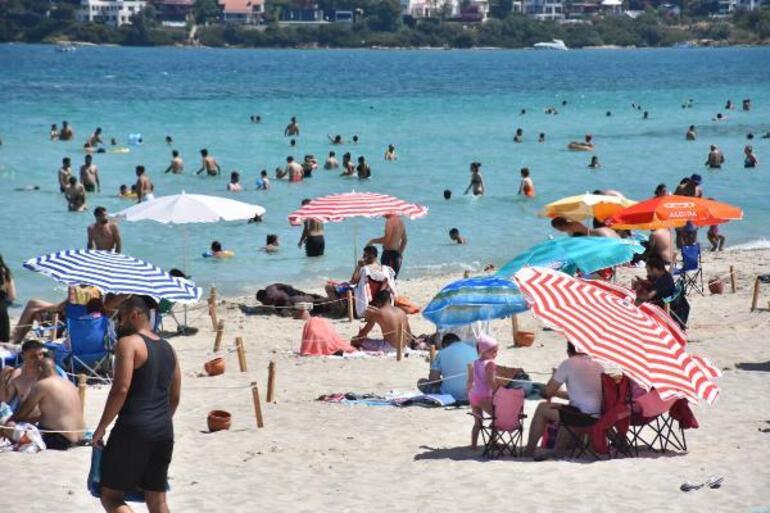 Çeşme plajlarında yoğunluk