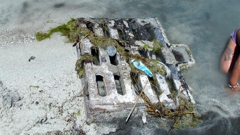 Salda Gölünde akılalmaz görüntüler Yasağa rağmen nargile ve çamur banyosu...