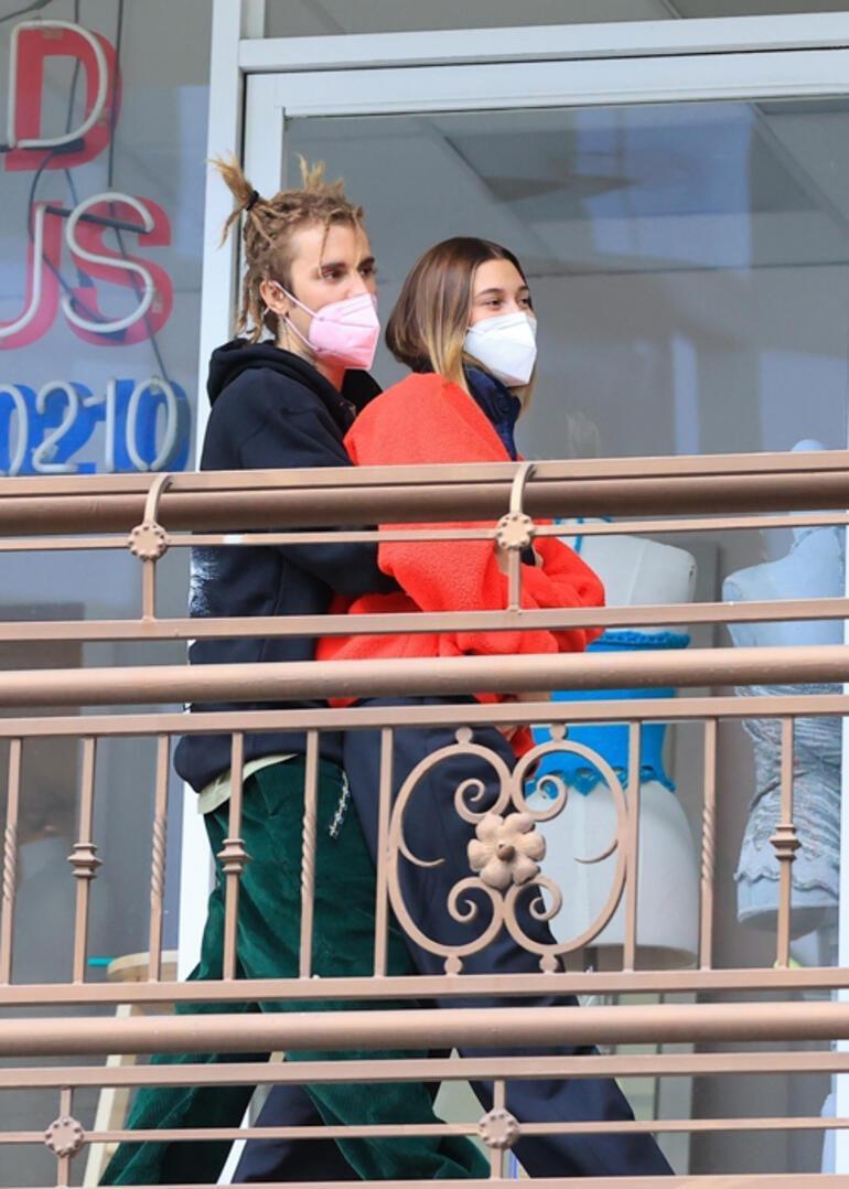 Justin Bieber ve Hailey Baldwin Bieber geleneği bozmadı: Şeffaf yırtmacı böyle korudu