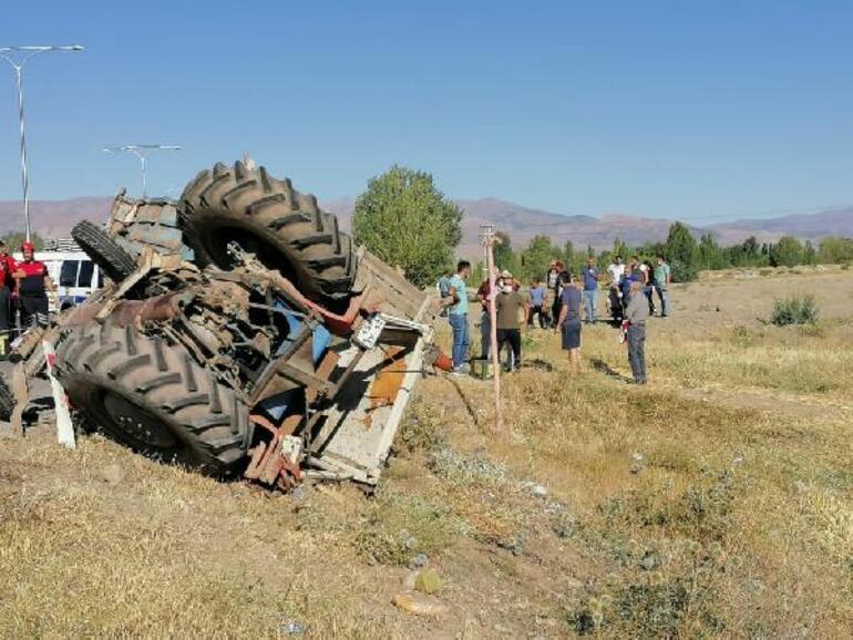 Tarım işçilerini taşıyan traktör ile kamyon çarpıştı: 2 ölü, 6 yaralı