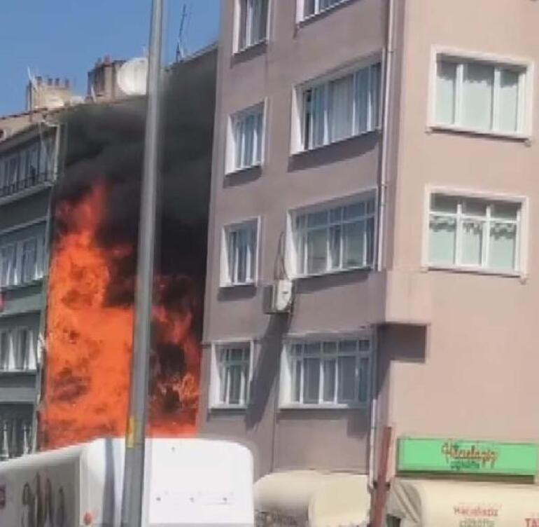 Son dakika... İstanbul Fatihte korkutan yangın Alevler yandaki binalara sıçradı