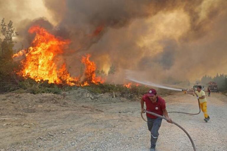 Son dakika... Antalya Beydiğindeki yangın devam ediyor Karadan müdahale edilemiyor