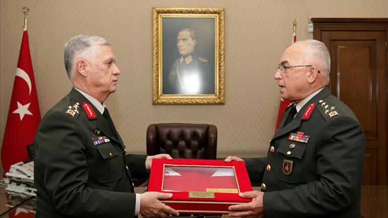 Kara Kuvvetleri Komutanlığı'nda 'devir-teslim' töreni