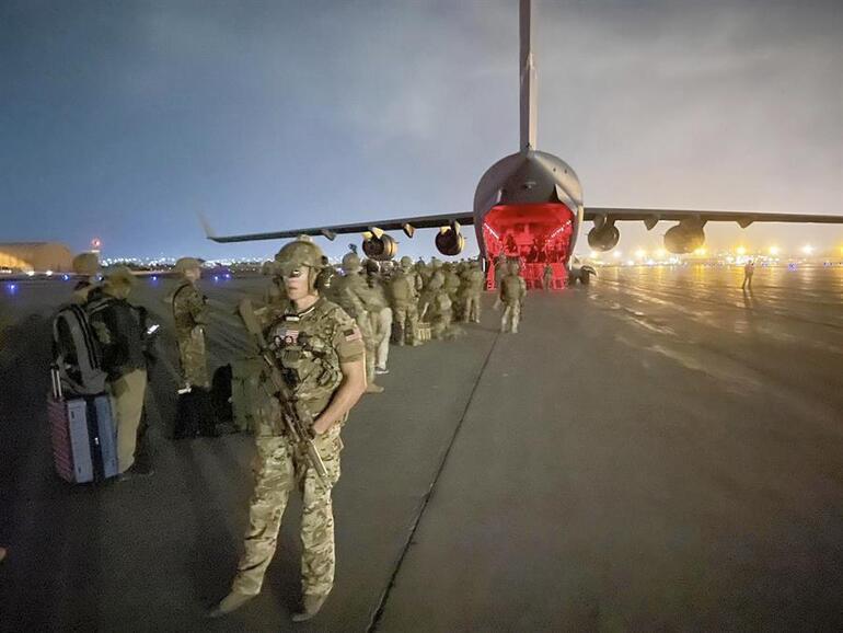 Taliban kontrolündeki Kabil Havalimanına ilk uçak indi