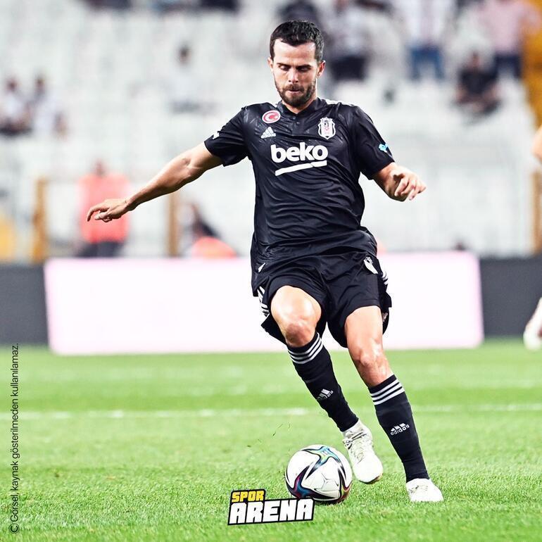 Son Dakika: Transferde Beşiktaştan Pjanic bombası KAPa bildirildi, İstanbula doğru yola çıktı