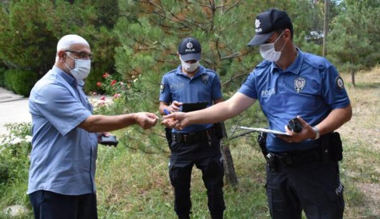 Cami bahçesinde buldu Polis ekiplerine teslim etti