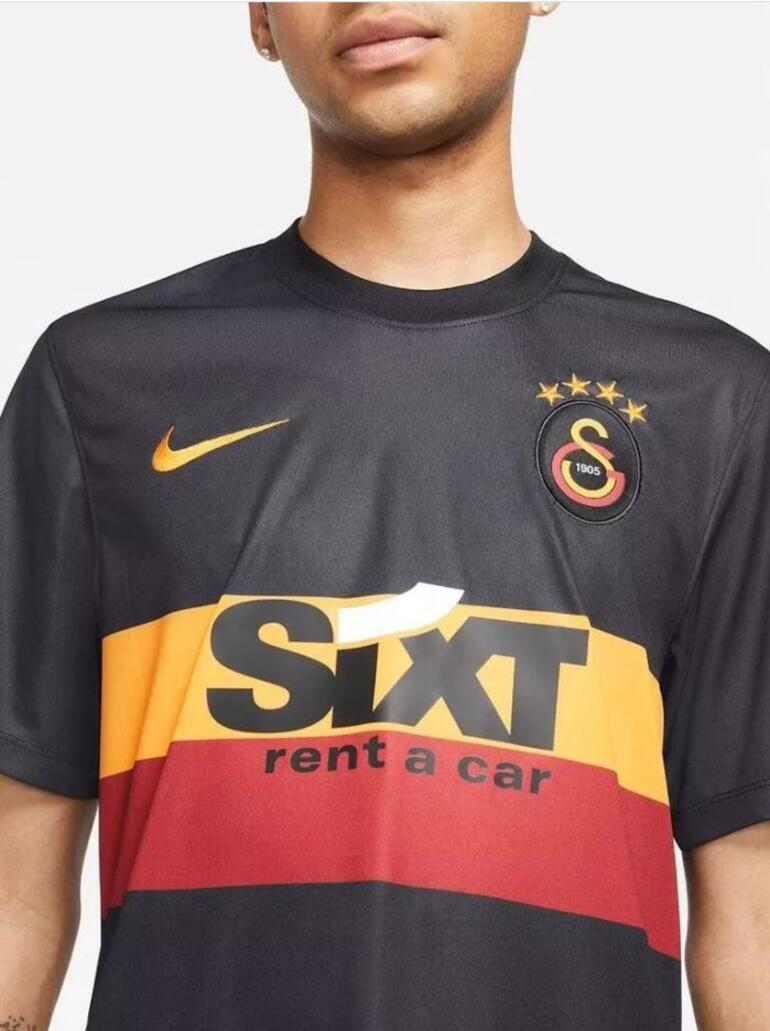 Son Dakika: Galatasarayın 3. forması tanıtıldı Şehrin tutkusundan ilham aldı