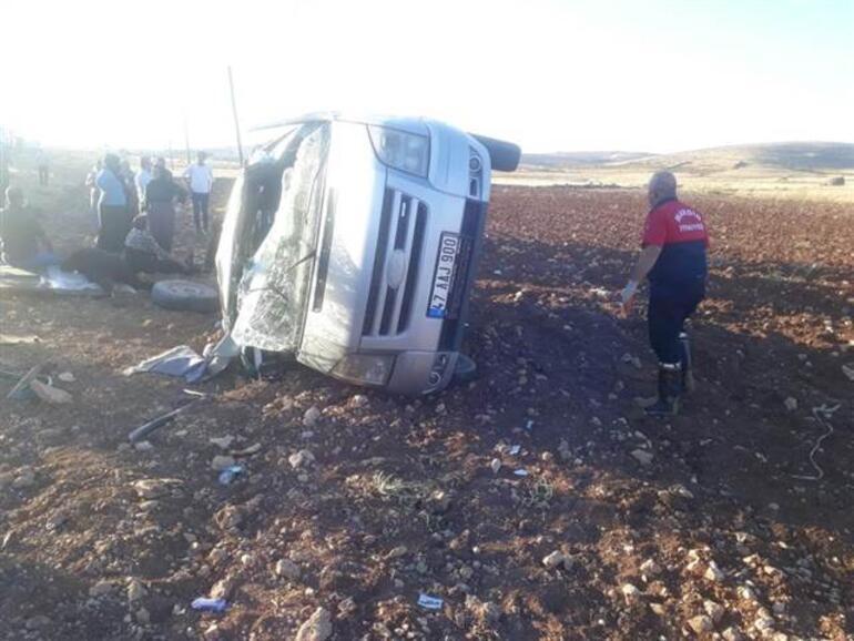 Mardinde korkunç kaza Minibüs şarampole devrildi: 10 yaralı