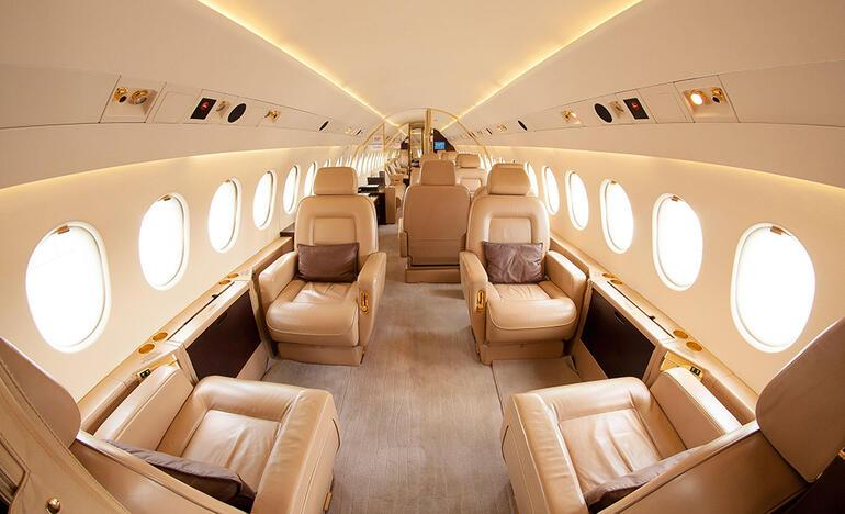 Bir anda soyunuverdi Özel jetlerde zenginlere hizmet eden uçuş görevlileri anlatıyor...