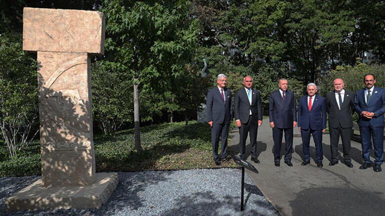 Cumhurbaşkanı Erdoğandan Göbeklitepedeki dikilitaşın replikasına ziyaret