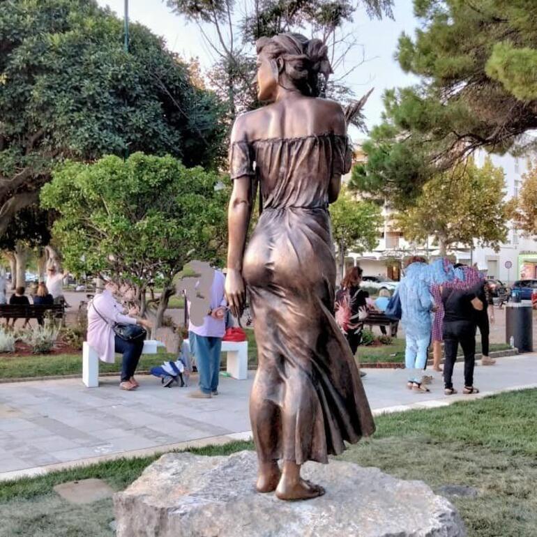 İtalyayı karıştıran müstehcen heykel