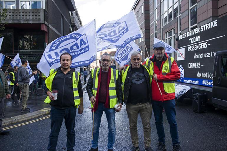 Londra'da Türk şoförler halaylarla Uber'i protesto etti