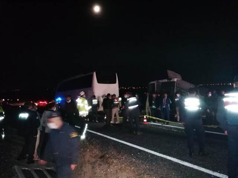 Nevşehirde öğrencileri taşıyan otobüs kaza yaptı: 25 yaralı
