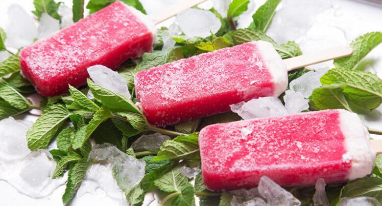 Yaz sıcaklarına özel: Çilekli dondurma tarifi