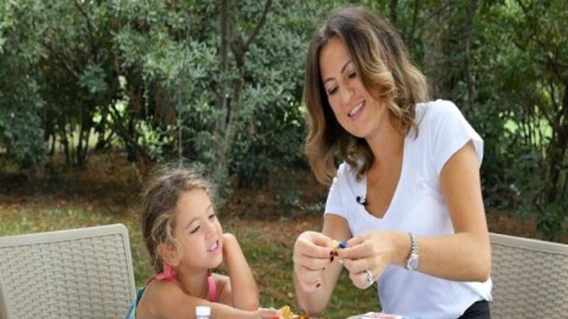 Mira, Kayıp Balık Dori tacı yaparsa Kinder Surprise kazanacak