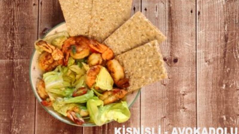 Kişnişli, avokadolu karides salatası - Lezizz!
