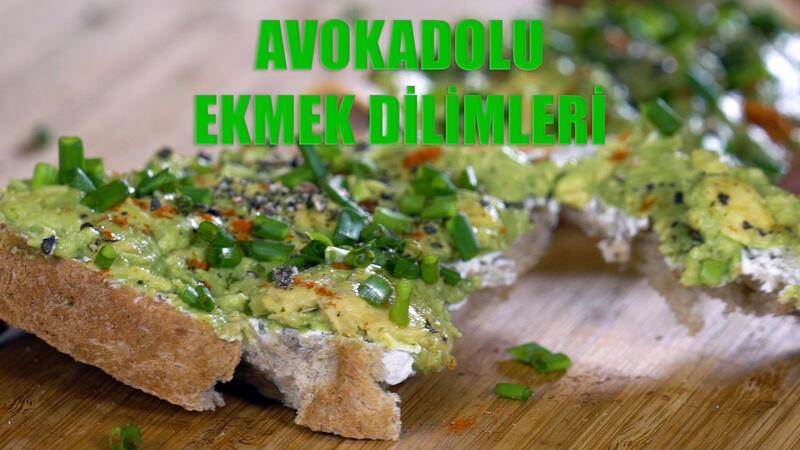 Avokadolu ekmek dilimleri