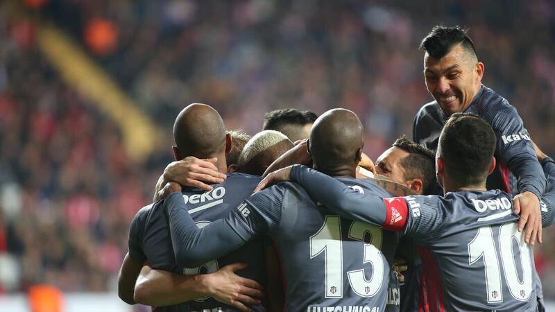Beşiktaş'ın hücumu sağdan işleyebilir.
