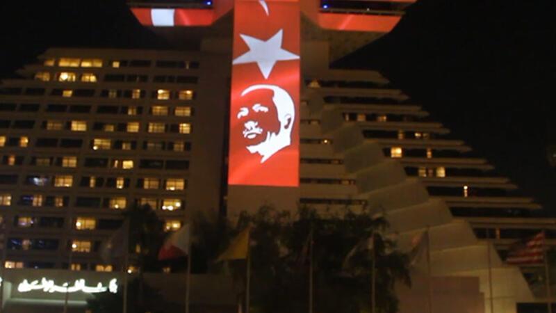 Katar'da Türk bayraklı kutlama