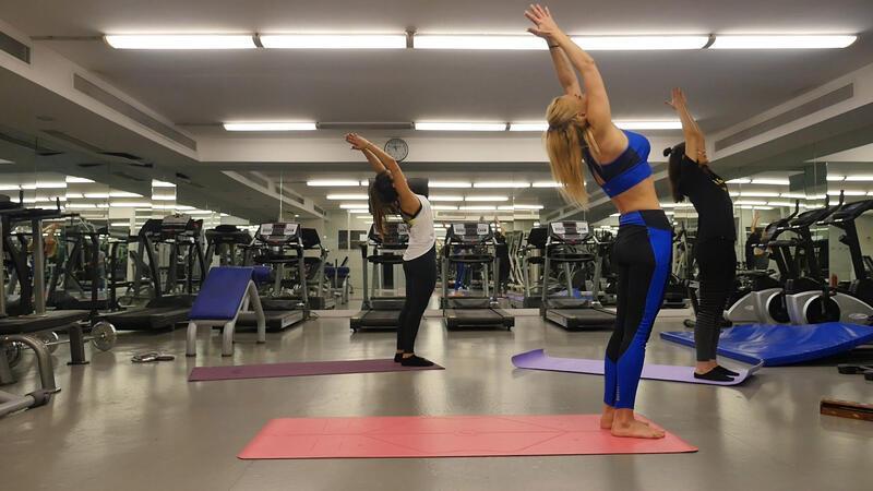 Evde pratik yoga dersi