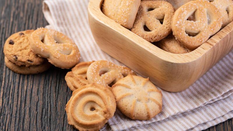 1 hamurla çay saatlerinizi renklendirecek 3 çeşit kurabiye yapın