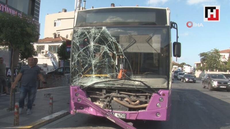 Avcılar'da İETT otobüsü park halindeki 4 araca çarptı: 7 yaralı