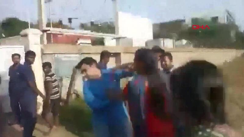 3'üncü kez evlenmek isteyen adamı eşleri dövdü