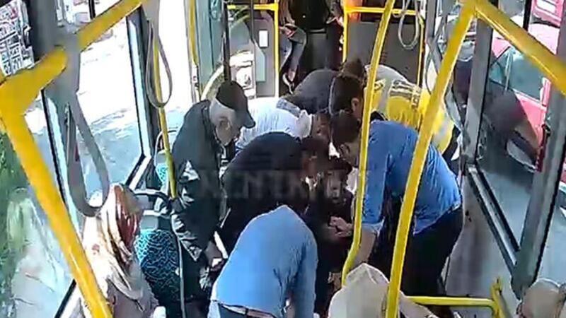 Kadının çırpınışlarına dayanamadı, yolcu dolu otobüsle yönünü hastaneye çevirdi