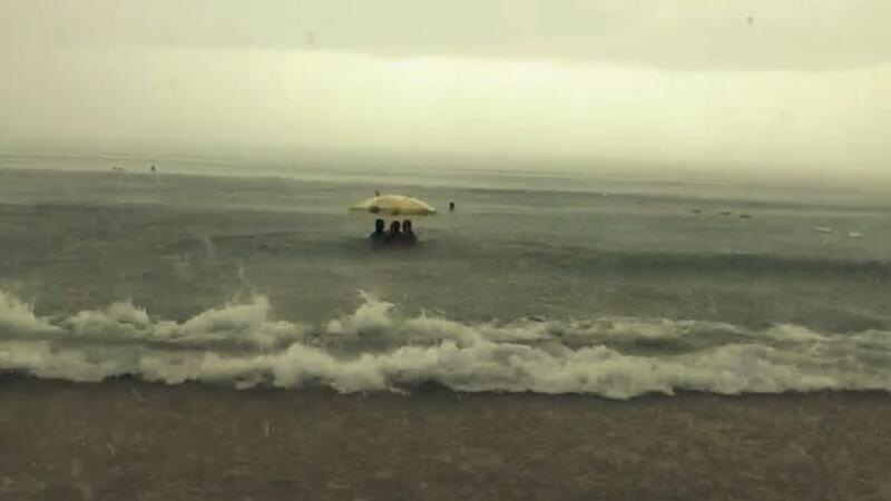 Denizde doluya tutuldular nereye kaçacaklarını şaşırdılar